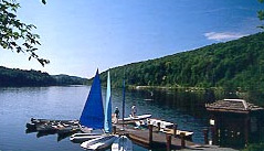 Enjoy family boating activities right in the Hawk resort